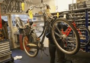 wat verdient een fietsenmaker aan salaris?