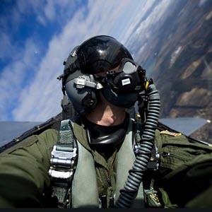 wat verdient een f16 piloot aan salaris en inkomen